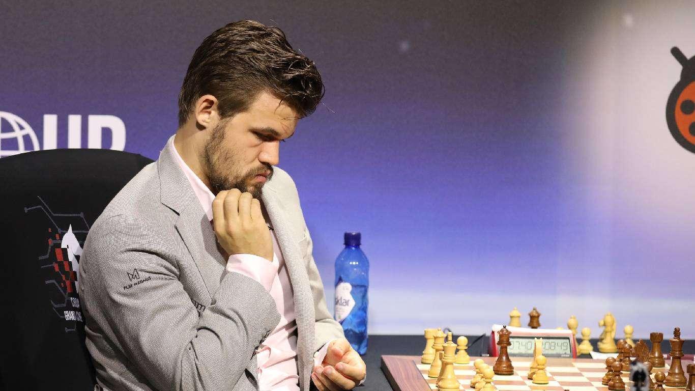 Carlsen superioran